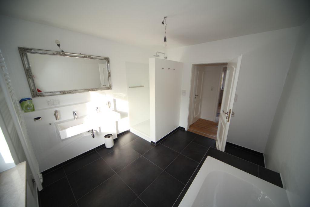 haus 1 badezimmer bild 4 sanieren in augsburg bossmann. Black Bedroom Furniture Sets. Home Design Ideas