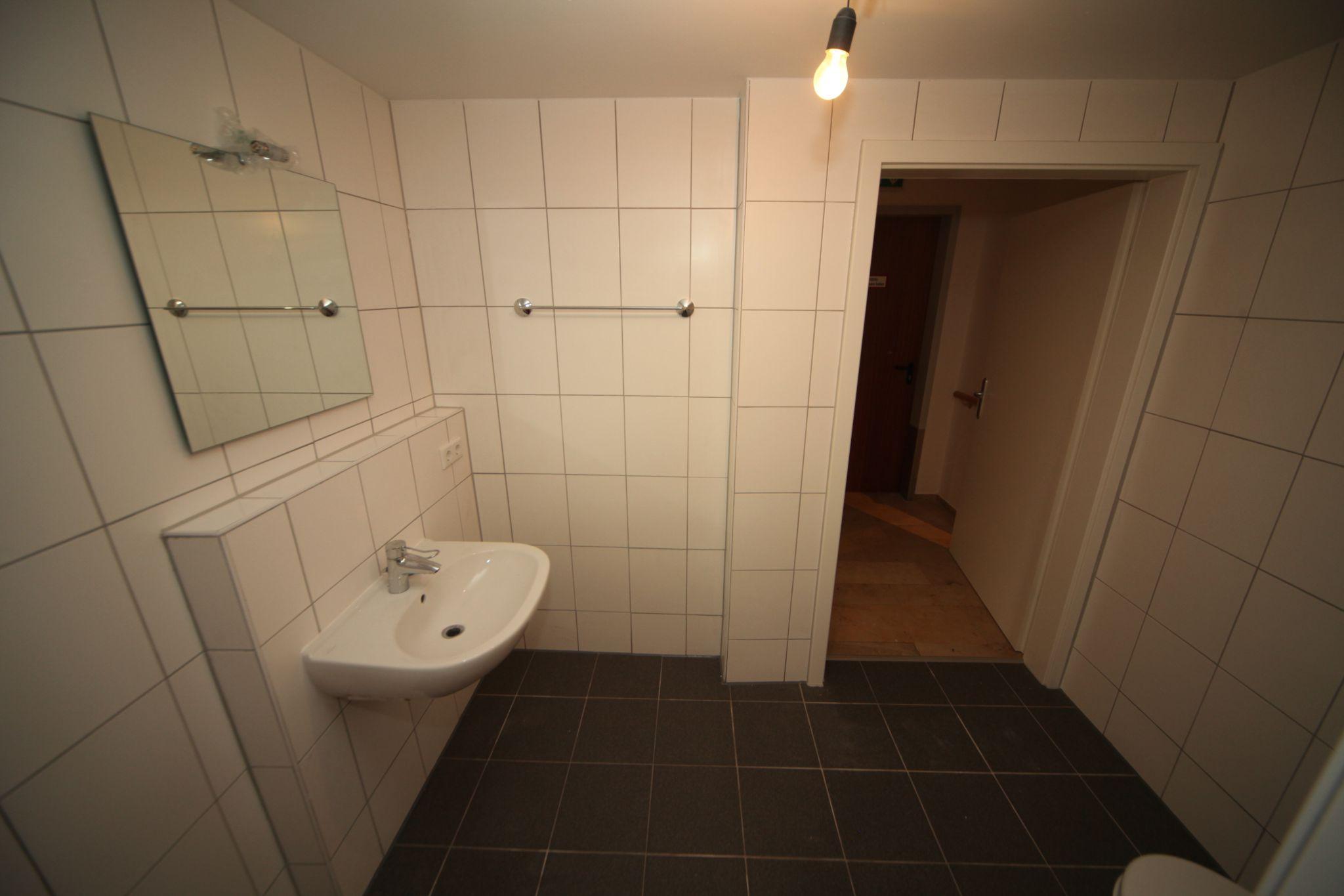 pflegeheim badsanierung nachher 3 sanieren in augsburg. Black Bedroom Furniture Sets. Home Design Ideas